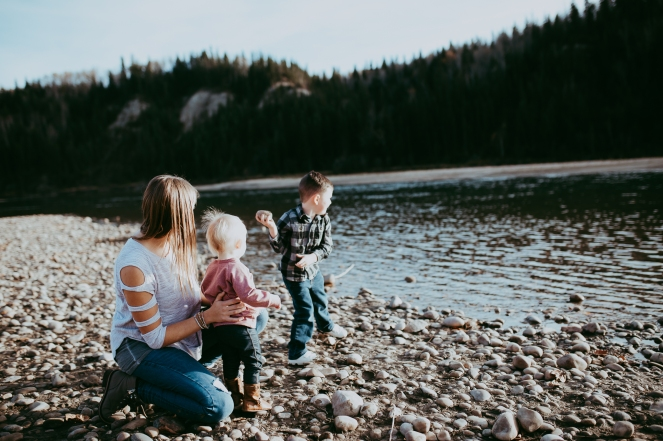 Miller's Extended Family Lifestyle Session on the banks of the North Saskachewan River by Forever 22 Photography (35)