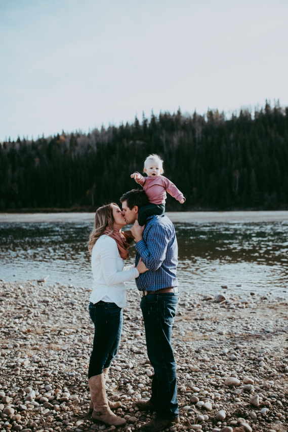 Miller's Extended Family Lifestyle Session on the banks of the North Saskachewan River by Forever 22 Photography (42)