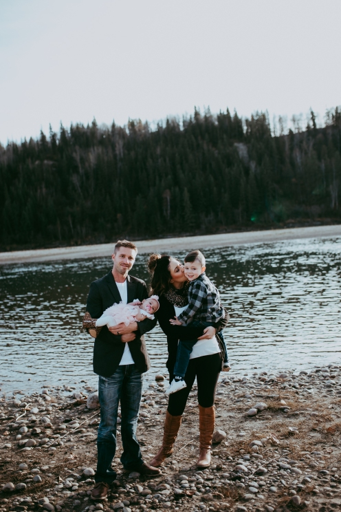 Miller's Extended Family Lifestyle Session on the banks of the North Saskachewan River by Forever 22 Photography (51)