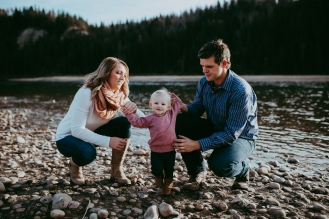 Miller's Extended Family Lifestyle Session on the banks of the North Saskachewan River by Forever 22 Photography (36)