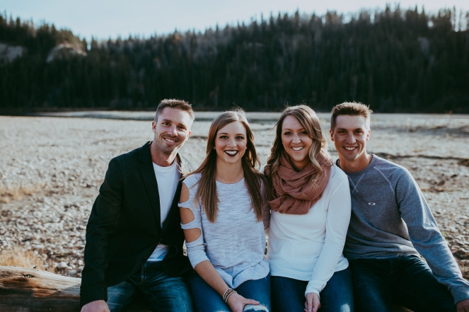 Miller's Extended Family Lifestyle Session on the banks of the North Saskachewan River by Forever 22 Photography (22)