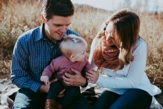 Miller's Extended Family Lifestyle Session on the banks of the North Saskachewan River by Forever 22 Photography (16)