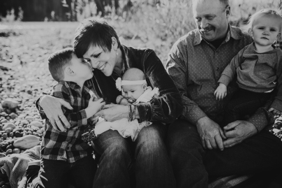 Miller's Extended Family Lifestyle Session on the banks of the North Saskachewan River by Forever 22 Photography (1)