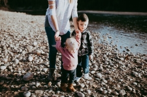 Miller's Extended Family Lifestyle Session on the banks of the North Saskachewan River by Forever 22 Photography (34)