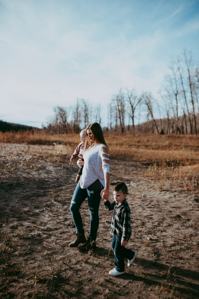 Miller's Extended Family Lifestyle Session on the banks of the North Saskachewan River by Forever 22 Photography (31)