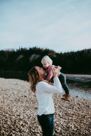 Miller's Extended Family Lifestyle Session on the banks of the North Saskachewan River by Forever 22 Photography (43)